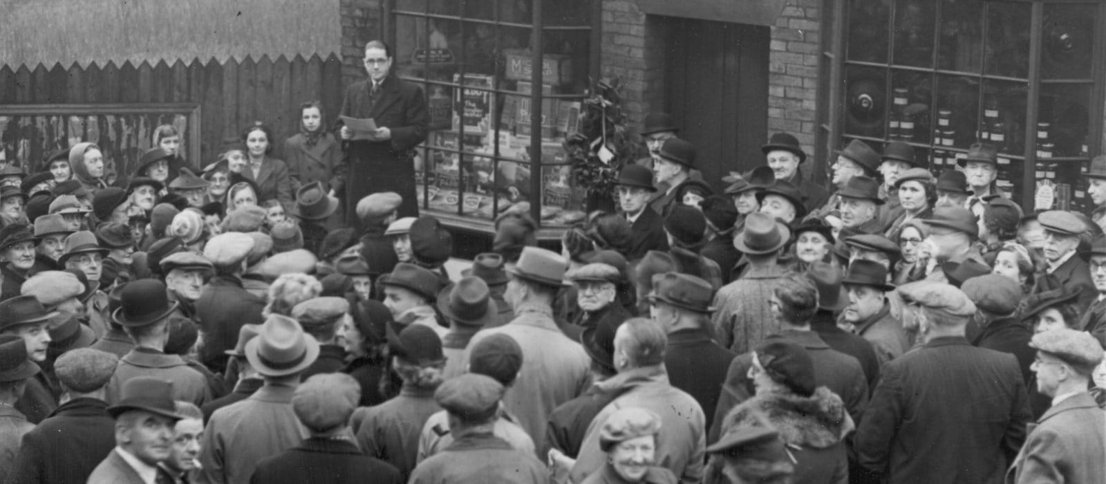Black and white image of crowds outside number 31 Toad Lane in the 1940s.
